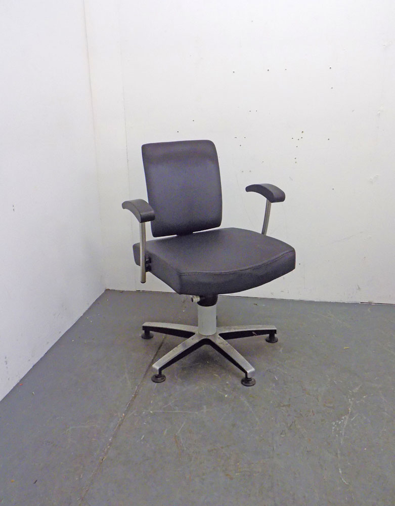 Used Salon Styling Chair by Welonda - BB14A