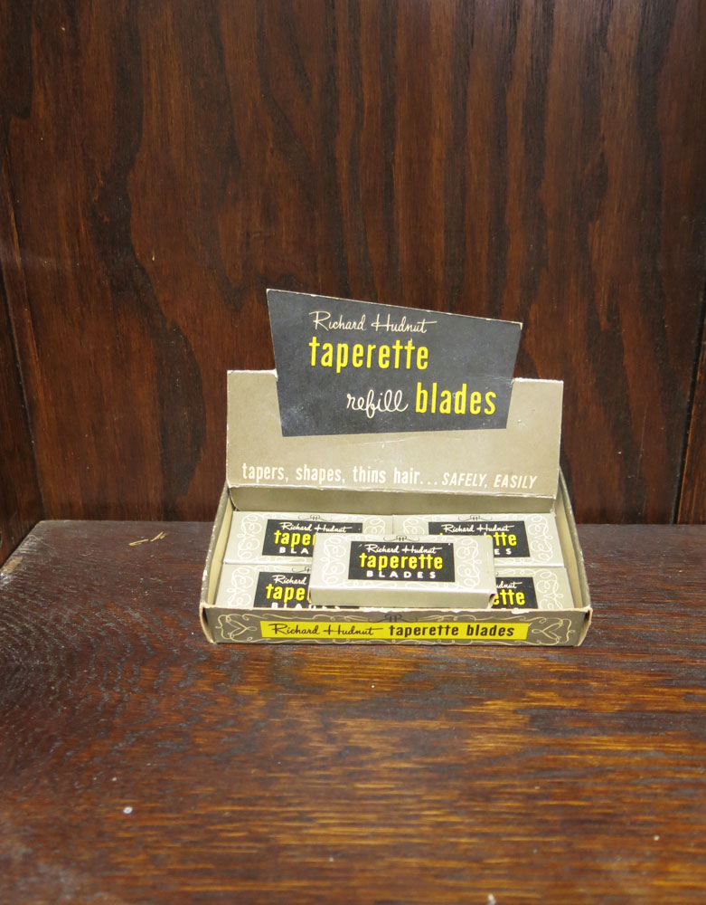 Vintage Richard Hudnut Taperette Razor Blades and display box  VIN34D