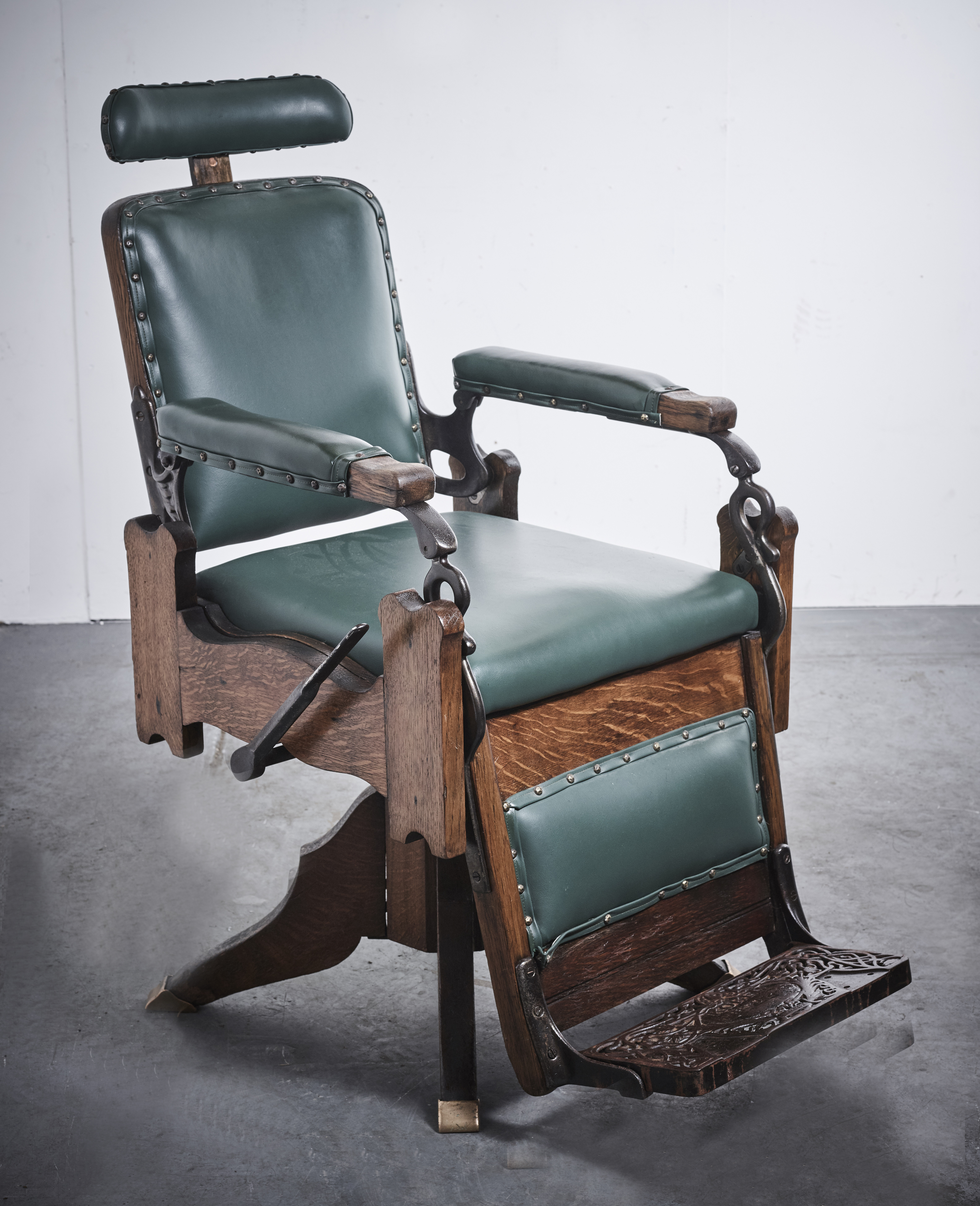 Old Barber Chairs >> Vintage Antique Wooden Koken Barber Chair Vin192a