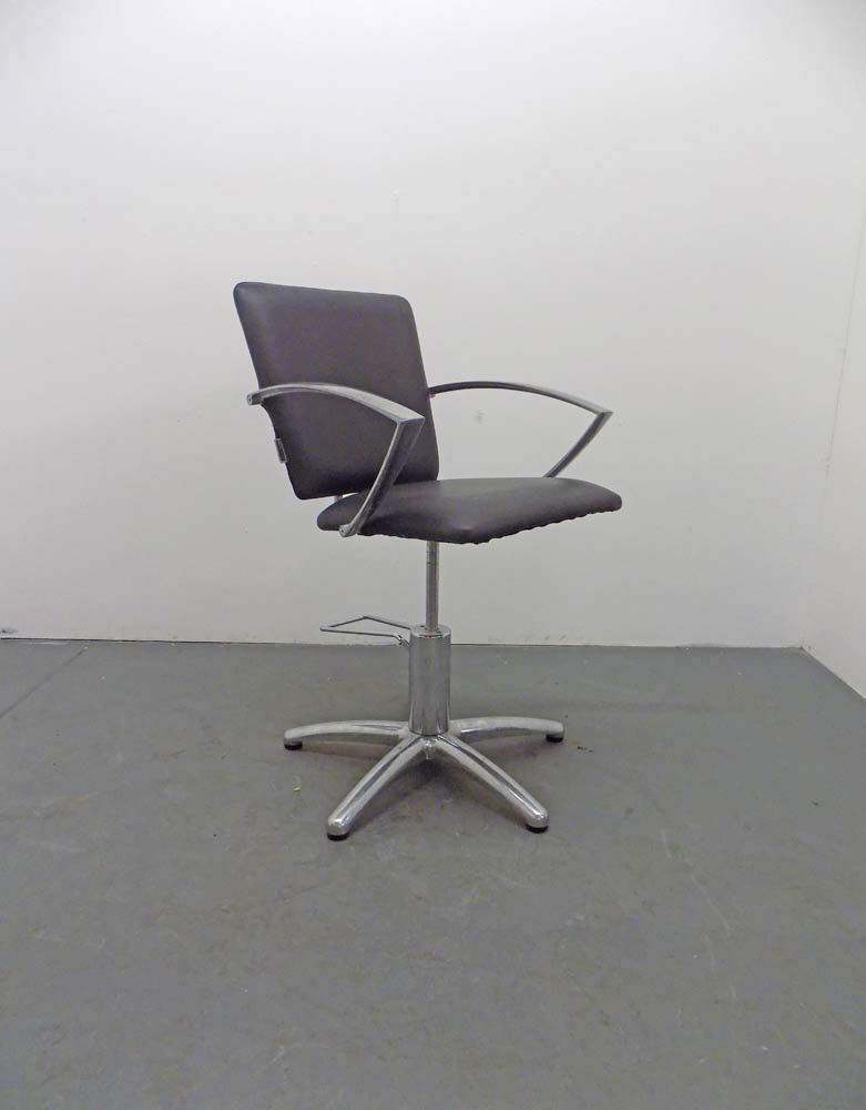 BD30C Used AGV Group Salon Chair