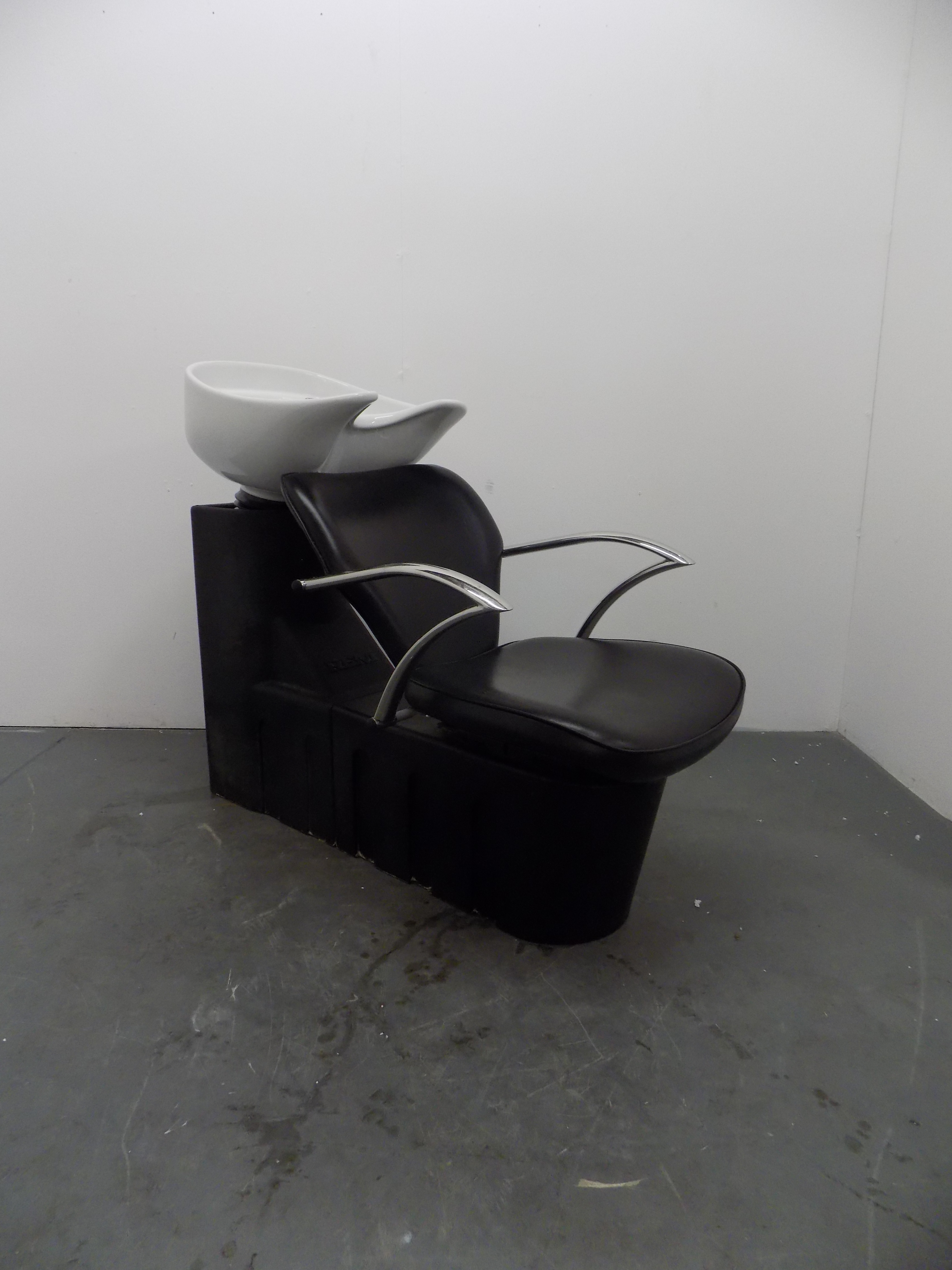 BD69B Used REM Miranda Salon Wash Unit